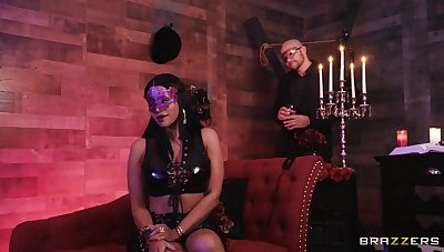 Masked babe Mary Jean fucked hard far an upscale sex dungeon