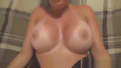 Big ass woman got fucked and creampied while her husband was on his way hom