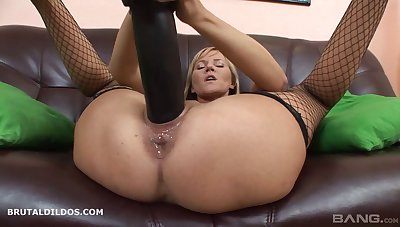 Raunchy anal toying opportunity with lingerie clad solo model