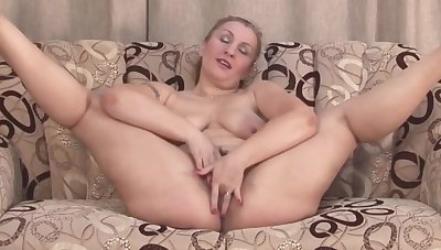 Amateur mother with big butt plus hairy cunt