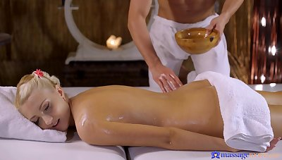 Horny guy seduces the hot blonde with an low-spirited massage