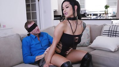 MILF with pierced clit, insane couch surprise for the serendipitous hubby