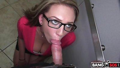 Glasses and big natural boobs amateur for a blowjob